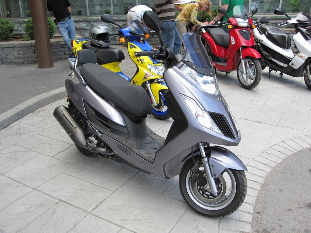 Kymco Frost Yager 200i Motor Scooter Guide