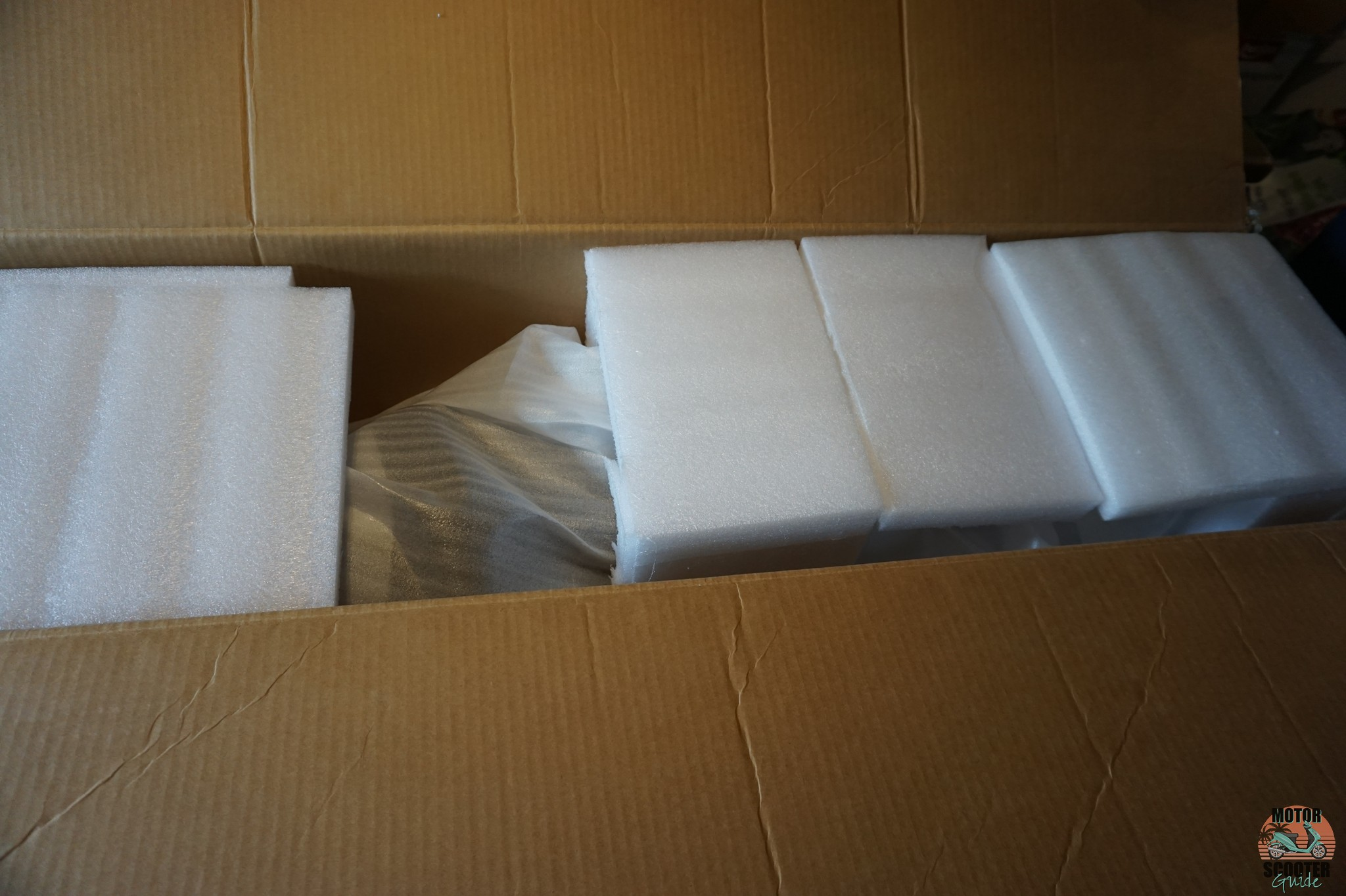 Protective foam packaging inside the top of the Himiway Cruiser shipping box