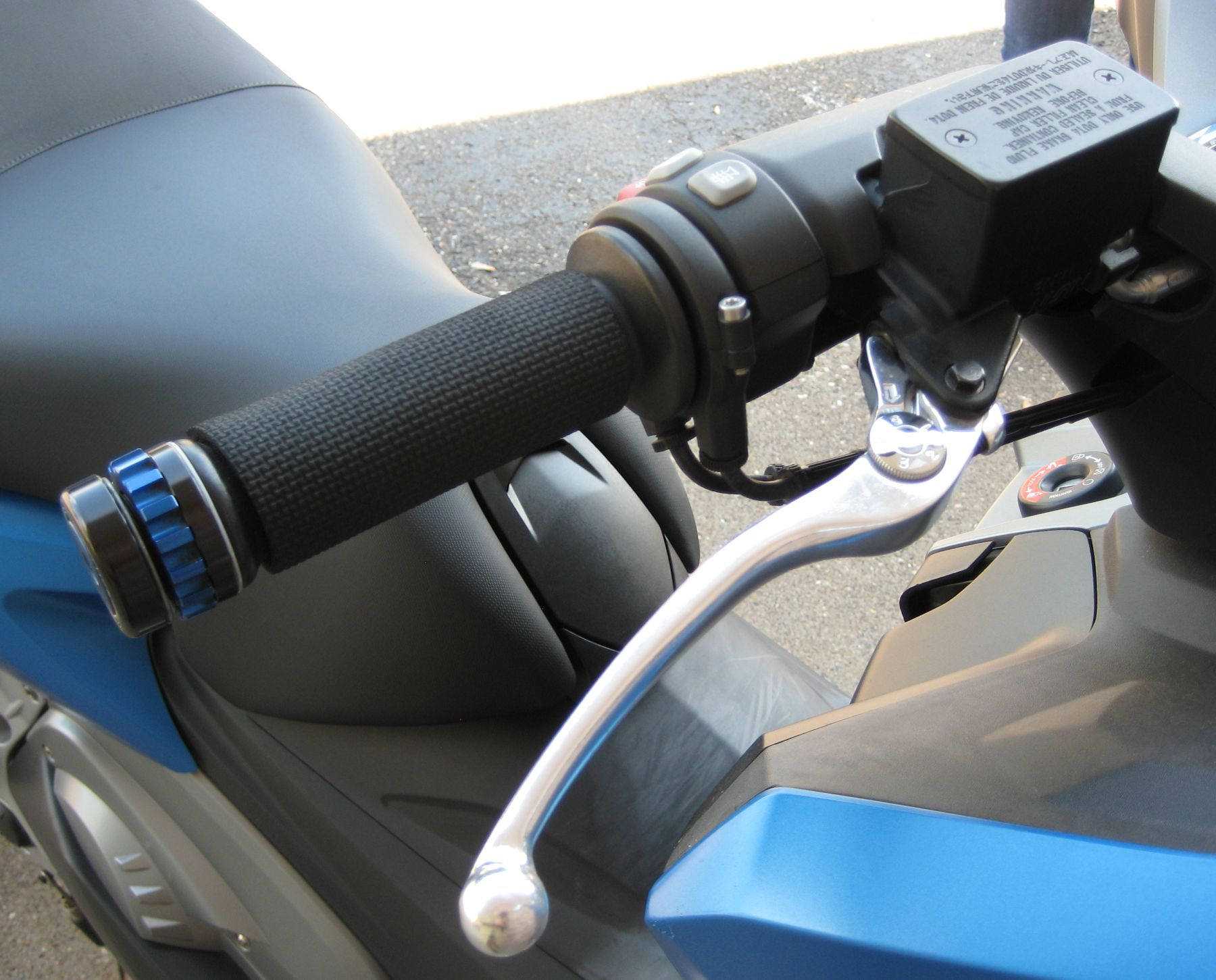 Right grip on the BMW C600 sport